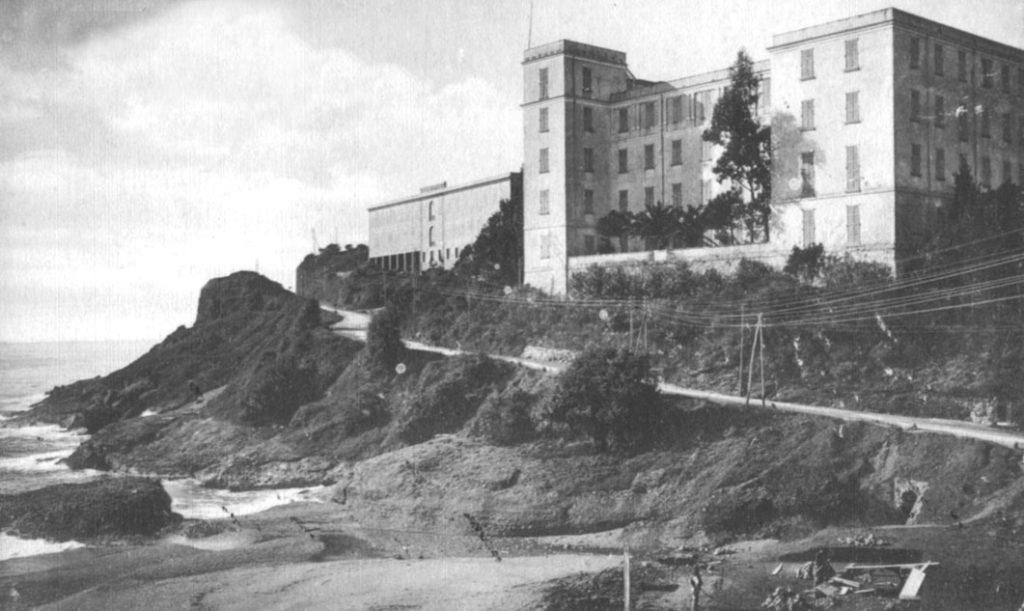 L'arcigna rampa della Doganella, situata prima di Celle Ligure, in una vecchia foto d'epoca